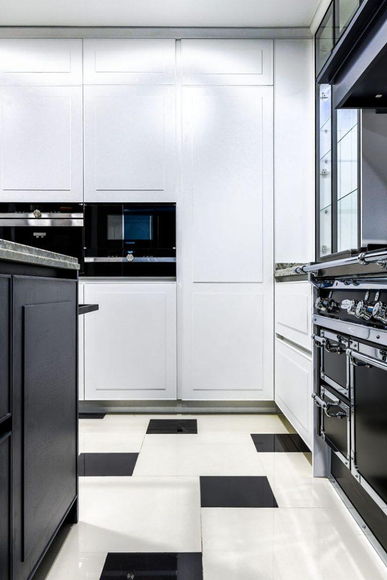 cocina lcada blanco y negro clasica